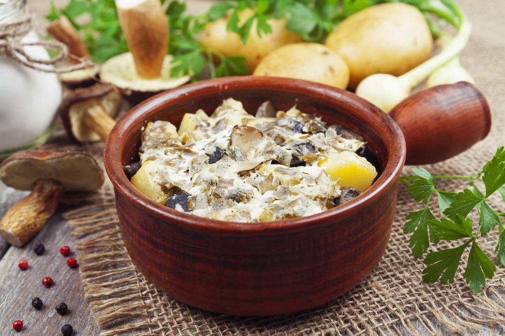 рецепты салатов с грибами сушеными