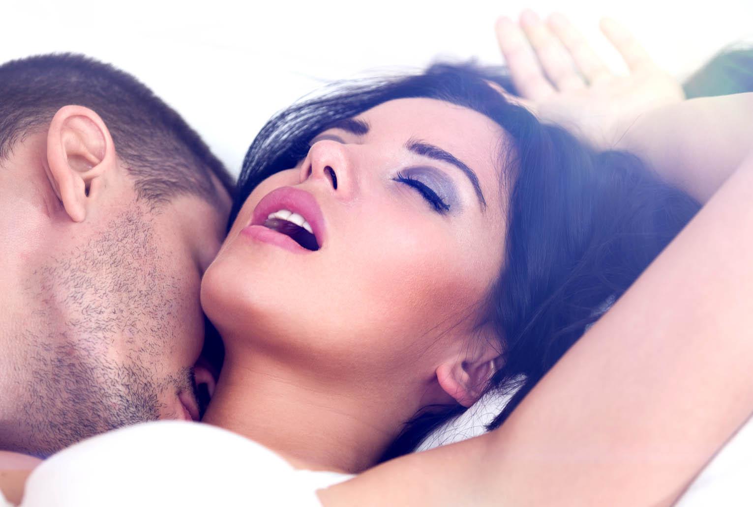 Секс и много стонов, Онлайн порно видео по запросу - громко стонет 23 фотография